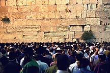 [ Crowd at the Kotel on Tisha B'Av ]